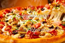 スペースマーケットがピザハットと提携し、 シェアスペース利用者に割引クーポン発行